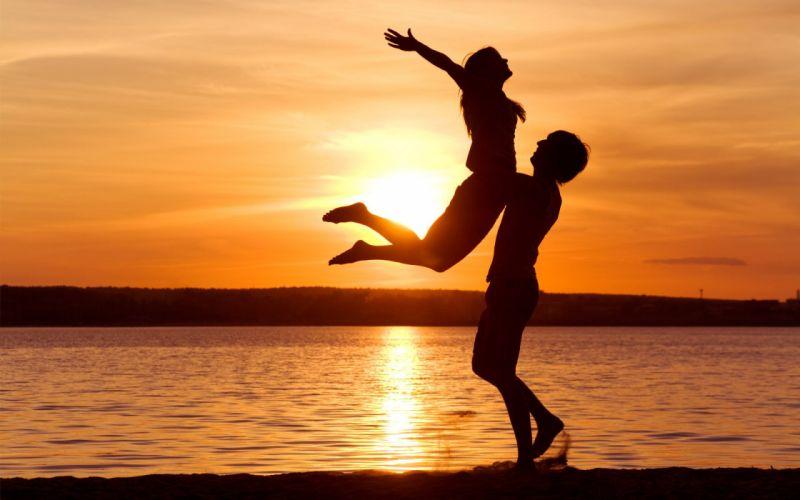 love couple beach sunset ocean holiday summer wallpaper