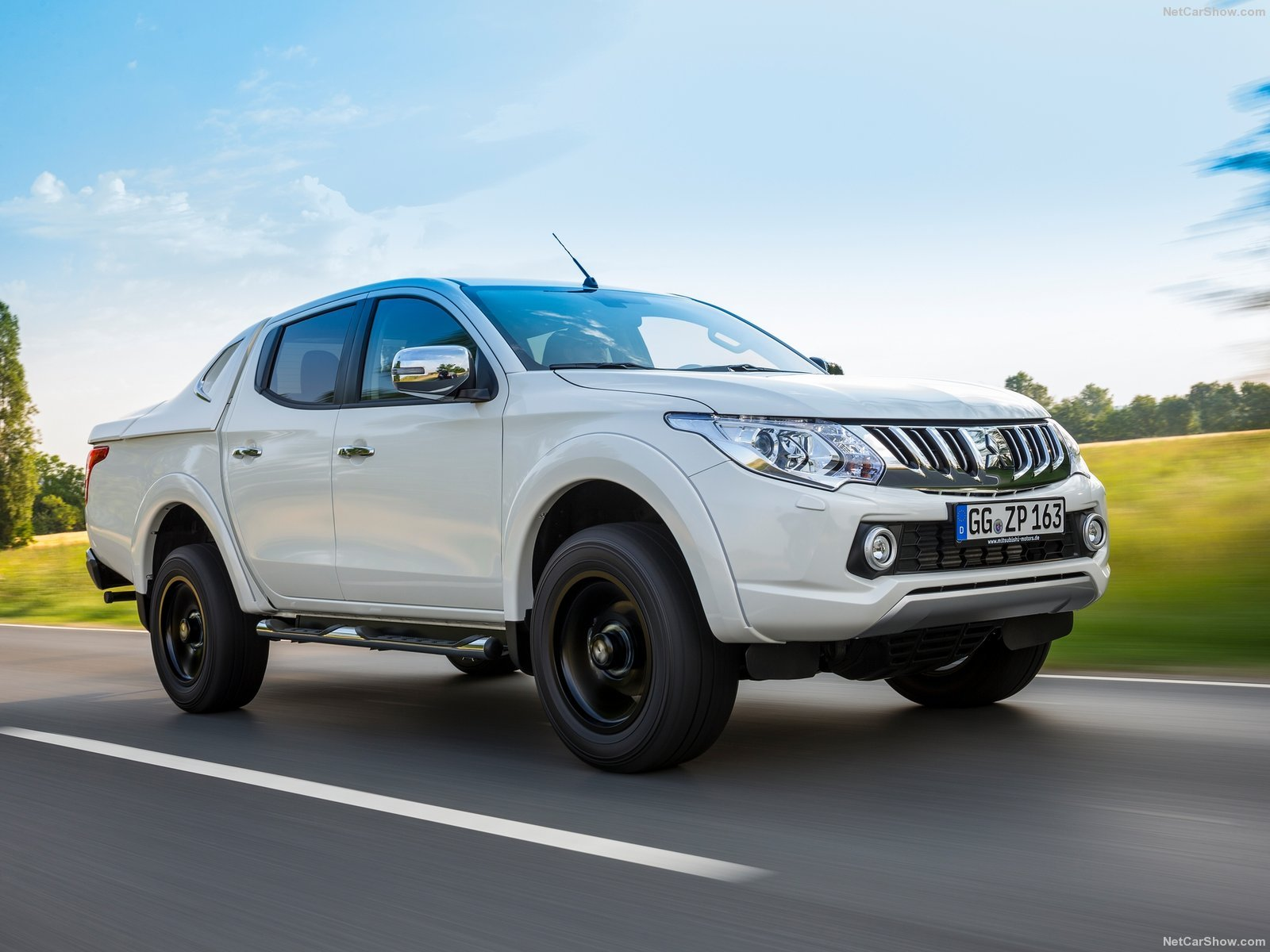 mitsubishi l200 white pickup cars 2016 wallpaper 1600x1200 905002 wallpaperup. Black Bedroom Furniture Sets. Home Design Ideas