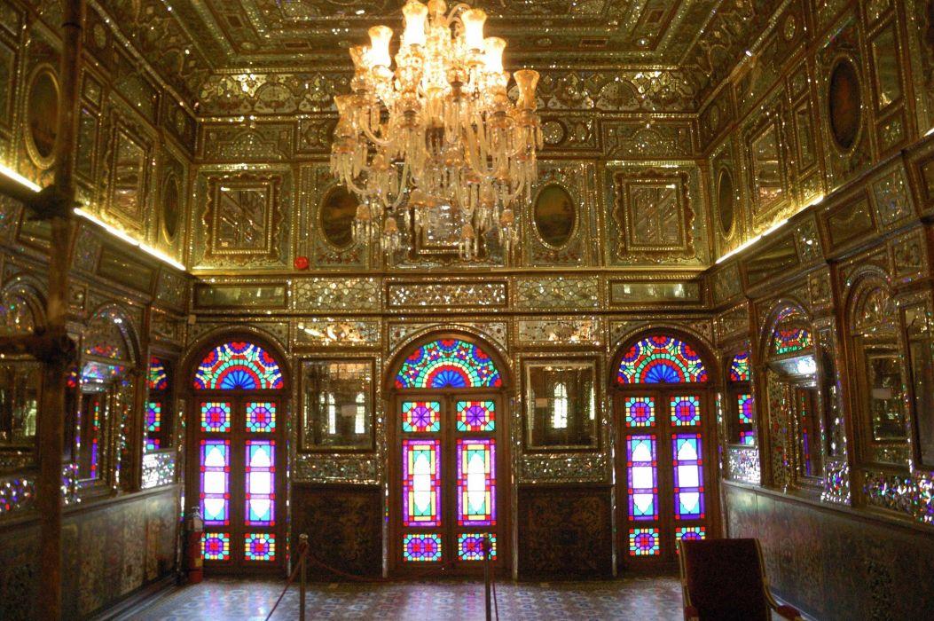 interior catedral lampara diseA wallpaper