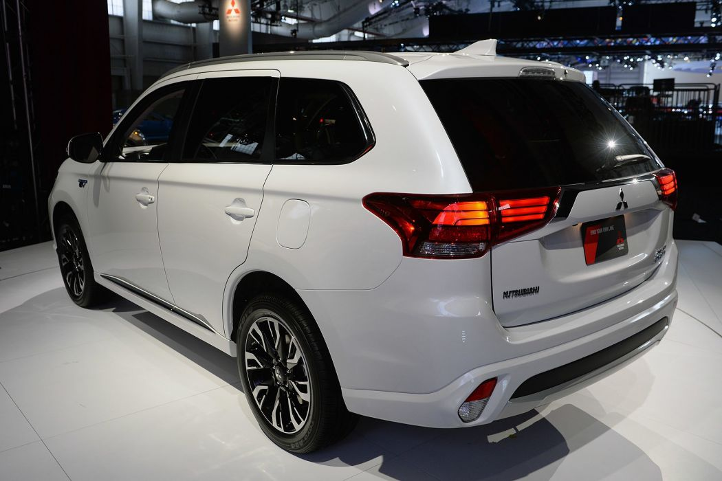 New York auto shows 2016 cars Mitsubishi Outlander PHEV suv wallpaper
