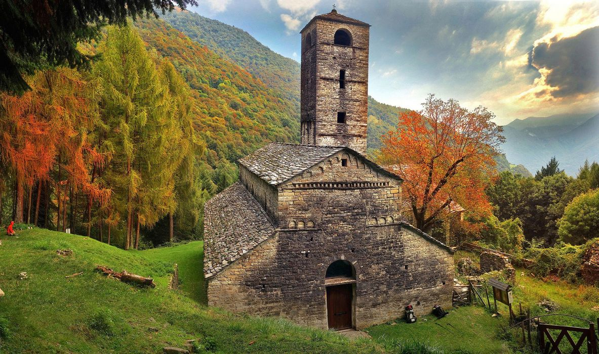 Houses Italy Mountains Alps Lombardy Nature wallpaper