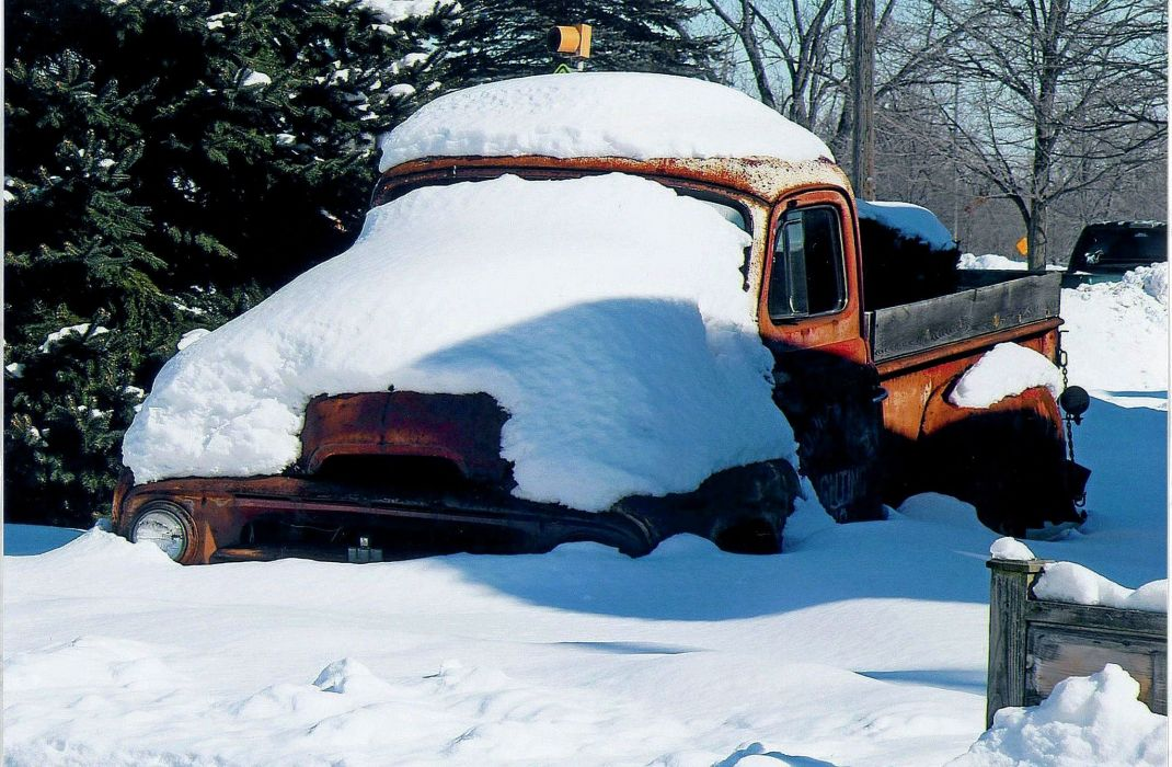 1950 Internation Harvester Covered Snow Rust USA 2048x1340-01 wallpaper