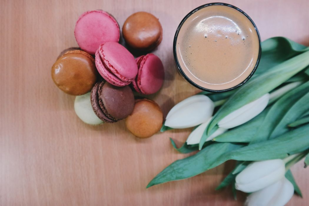 macaron biscuits coffee tulips wallpaper