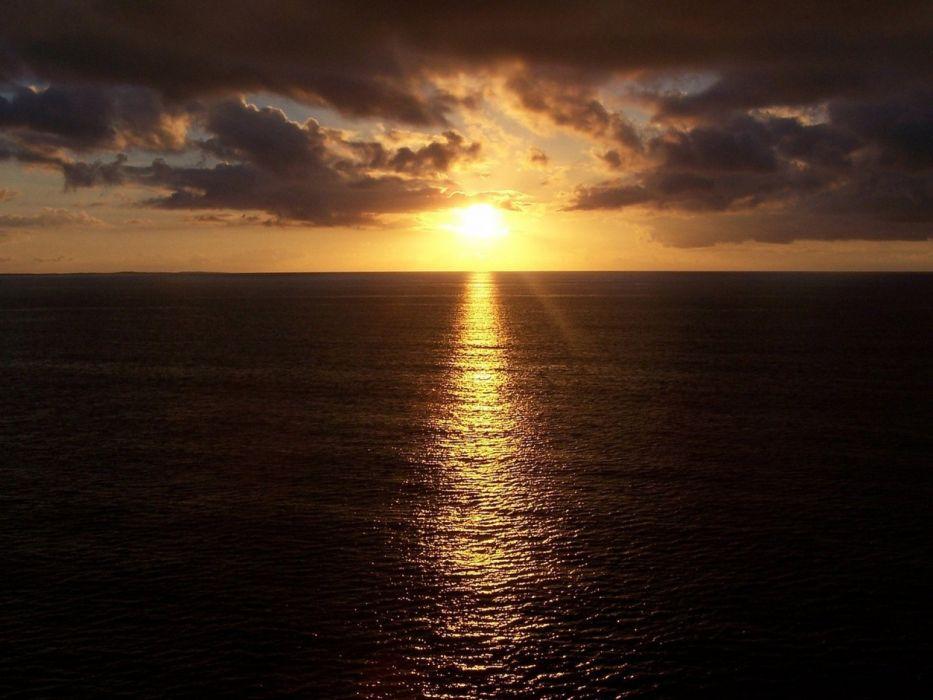 sunlight line sea beams clouds reflection ripples wallpaper