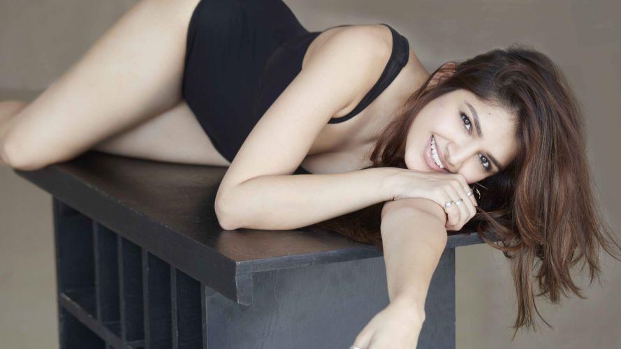tara alisha berry bollywood actress model girl beautiful brunette pretty cute beauty sexy hot pose face eyes hair lips smile figure indian wallpaper