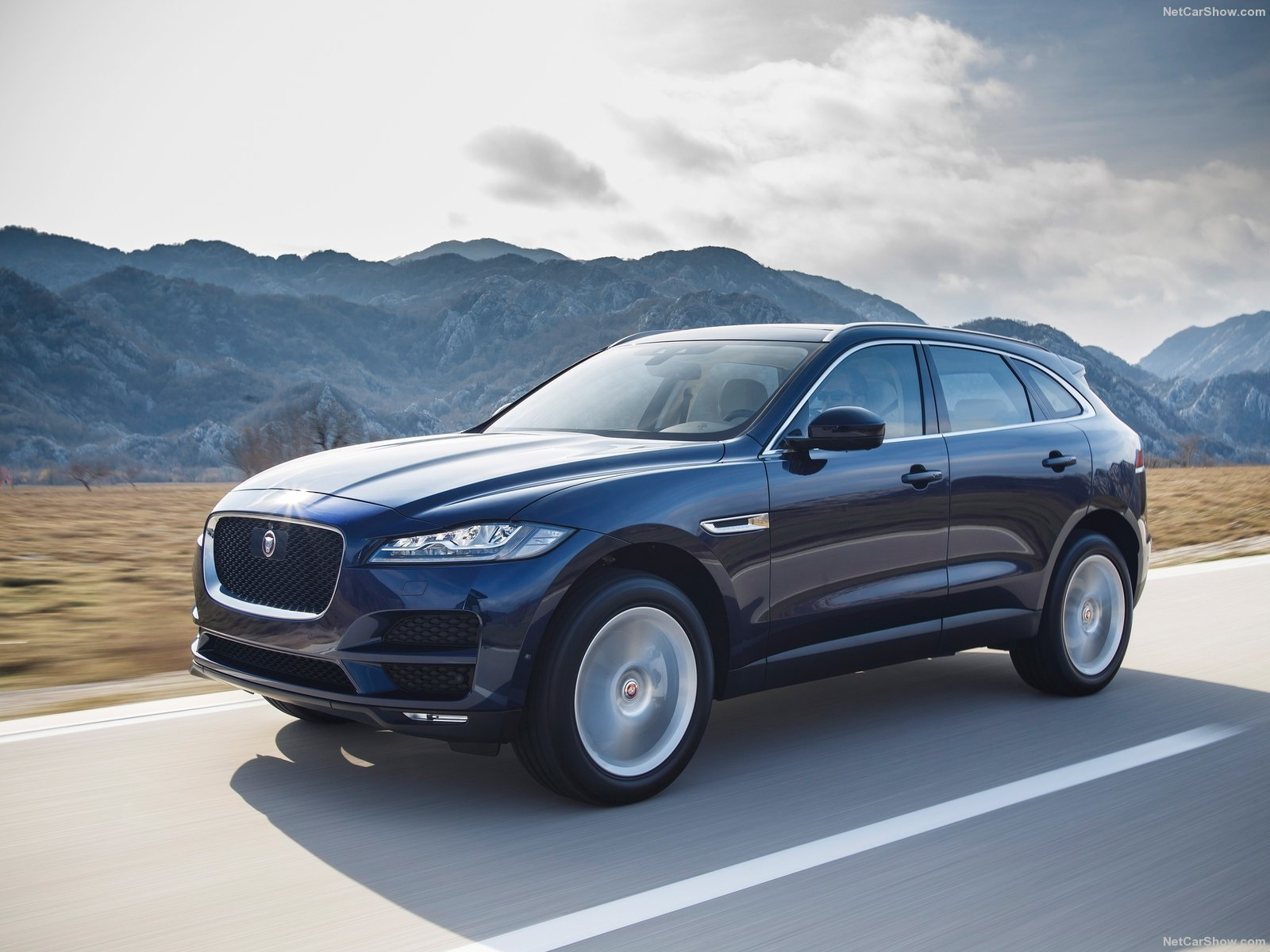 jaguar f pace cars suv 2016 wallpaper 1600x1200 934429 wallpaperup. Black Bedroom Furniture Sets. Home Design Ideas