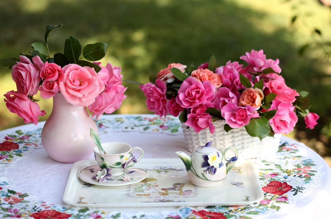 roses flowers bouquets vase basket table service tablecloth tea party wallpaper
