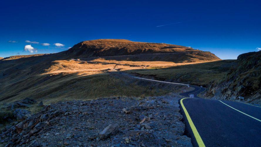 carretera curva montaA wallpaper