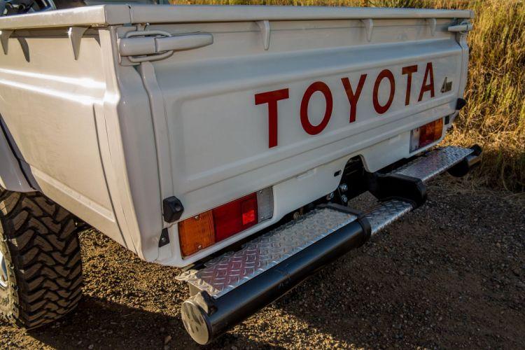 2010 Toyota Land Cruiser Pickup offroad 4x4 custom truck wallpaper