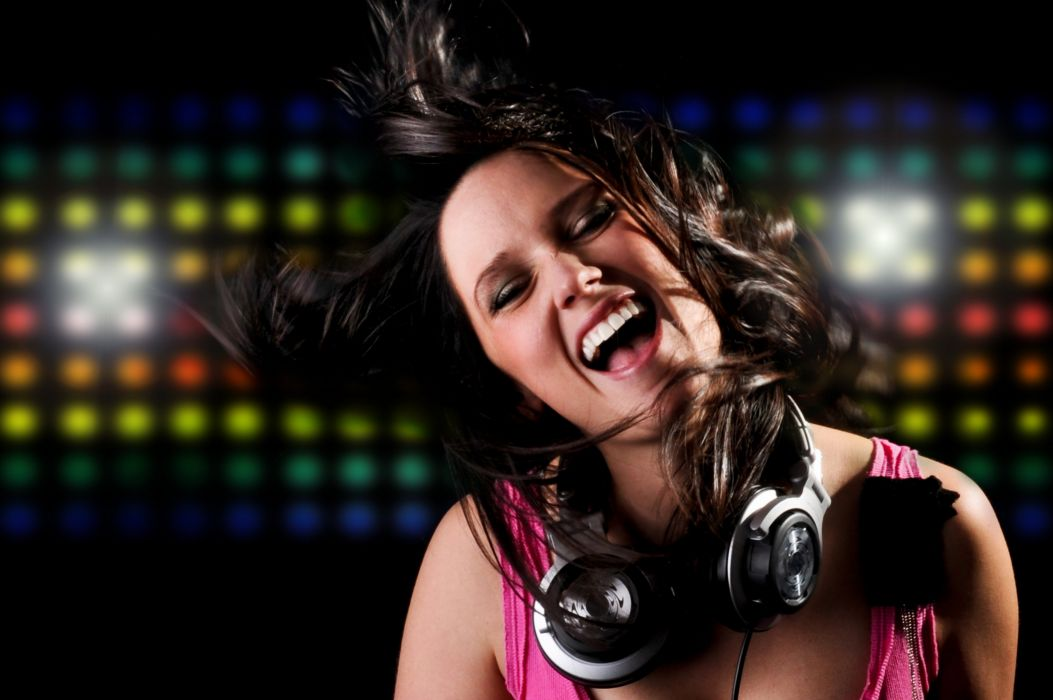 eadphones Face Microphone Smile Music Girls wallpaper