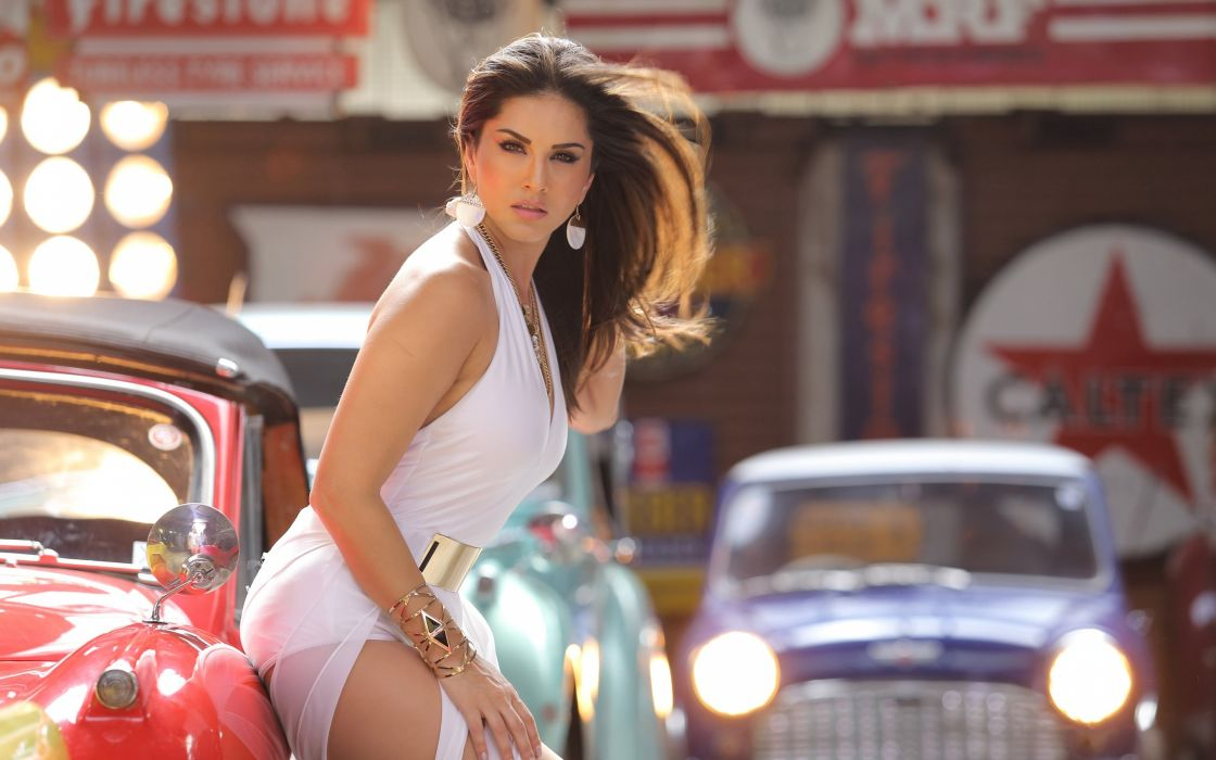 sunny leone bollywood actress model girl beautiful brunette pretty cute beauty sexy hot pose face eyes hair lips smile figure indian  wallpaper