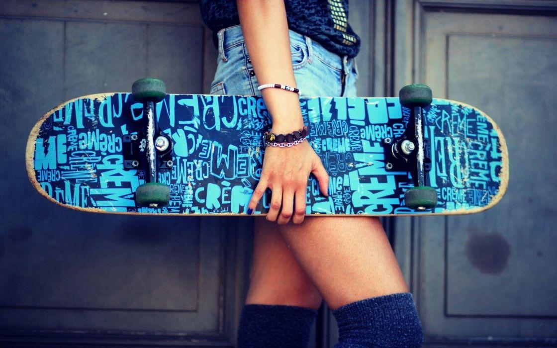monopatin chica azul wallpaper