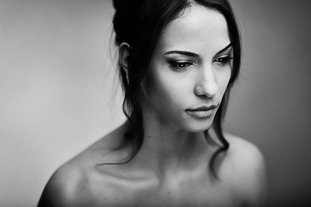 beautiful girl female women woman sexy babe model brunette face v wallpaper