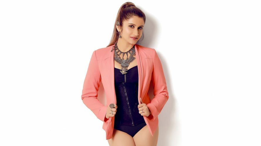 smilie suri bollywood actress model girl beautiful brunette pretty cute beauty sexy hot pose face eyes hair lips smile figure indian wallpaper