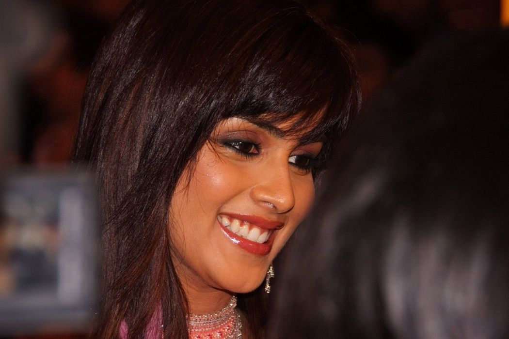 genelia-dsouza-cute-smile--wallpapers-and-backgrounds wallpaper