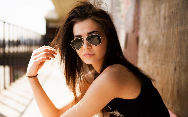 girl-with-aviator-sunglasses-girl-hd-wallpaper-2560x1600-3927 wallpaper