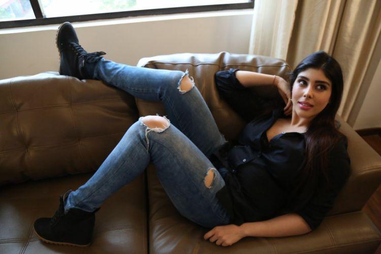 Actress-Aditi-Singh-Hot-Sizzling-Photos telugufilmnagar-19 wallpaper