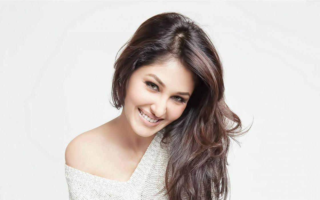 Pooja-Chopra-Cute-Smile wallpaper