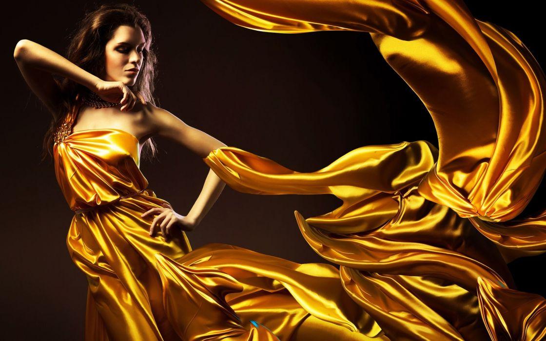 Картинка девушка в золоте