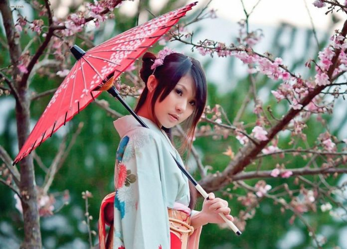 girl-in-a-kimono-holding-an-umbrella 1 wallpaper