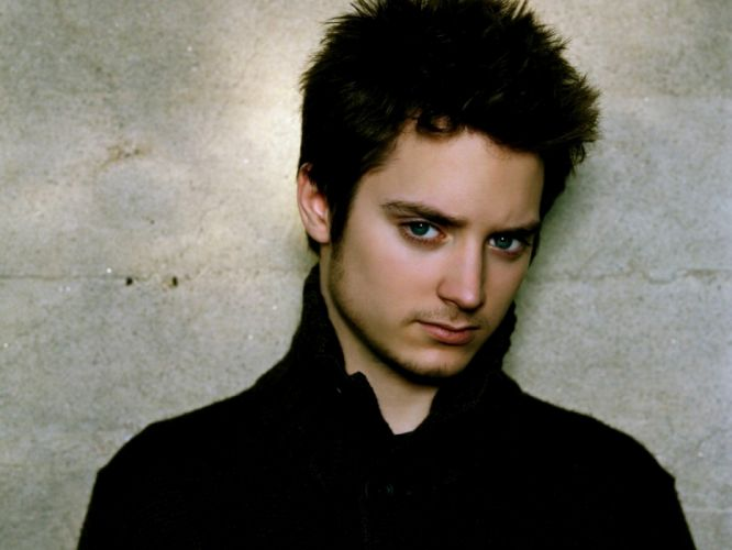 elijah wood brunette face blue-eyed guy actor wallpaper