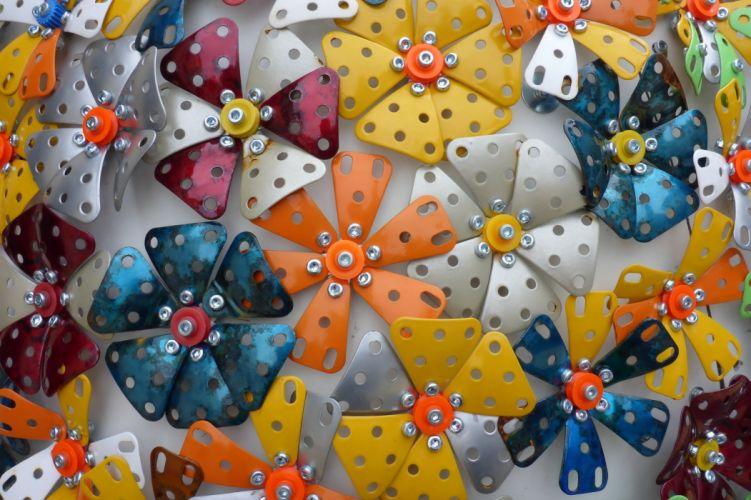 Metallic flowers texture wallpaper