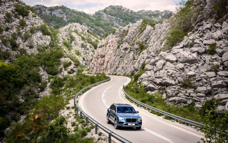 2017-Bentley-Bentayga-Diesel-Static-3-1920x1200 wallpaper