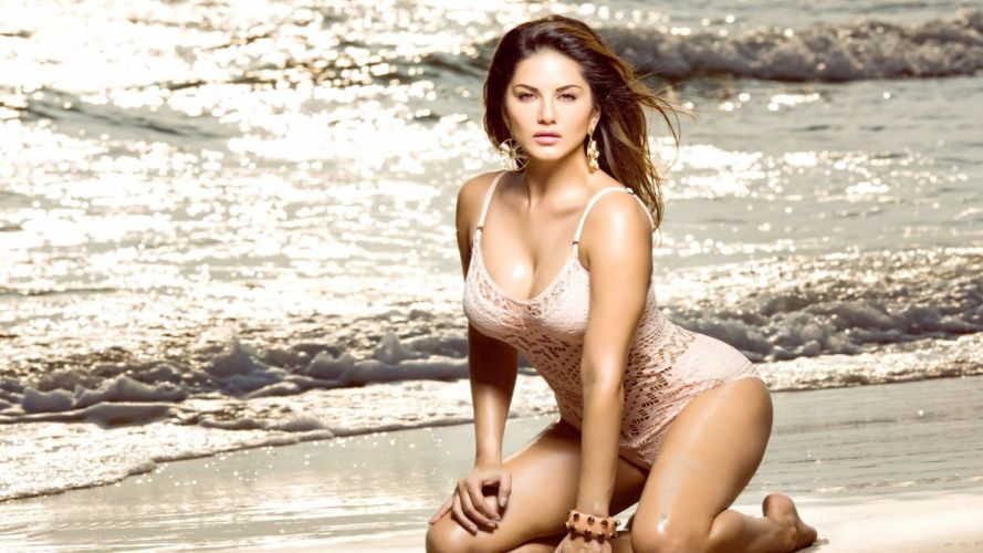 sunny leone bollywood actress model girl beautiful brunette pretty cute beauty sexy hot pose face eyes hair lips smile figure wallpaper