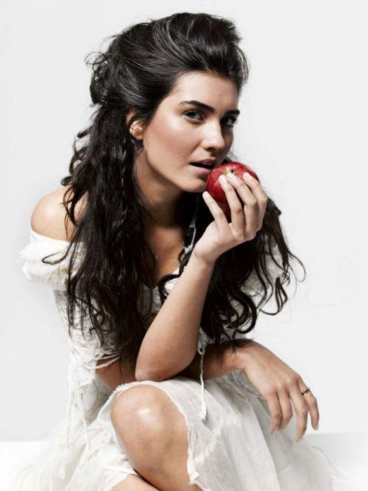 tubabuyukustun long hair turkish actress woman female beautiful wallpaper