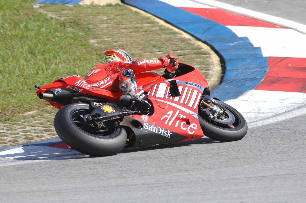 2007 desmosedici ducati motogp Marlboro Team wallpaper