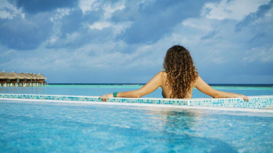 vacaciones mujer descanso piscina wallpaper