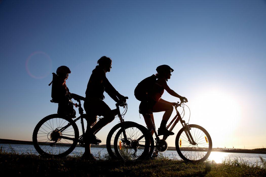 paseo familia bicicleta mar wallpaper