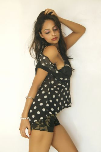 Leena-Kapoor-Hot-spicy-Stills-12 wallpaper