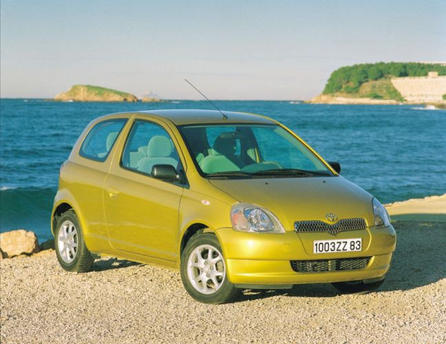 Toyota Yaris 3-door 1999 wallpaper