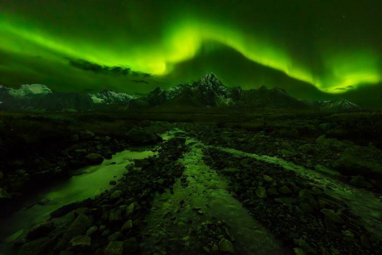 Aurora Boreal Canada creeks Green landscape mountains Natural Light nature wallpaper