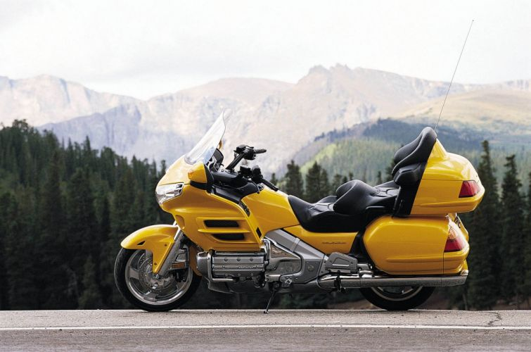 Honda GL1800 Gold Wing 2001 wallpaper