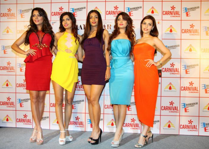Ruhi-Singh-Avani-Modi-Satarupa-Pyne-Akanksha-Puri-and-Kyra-Dutt-at-Calendar-Girls-Trailer-Launch-at-Carnival-Cinemas-in-Mumbai wallpaper