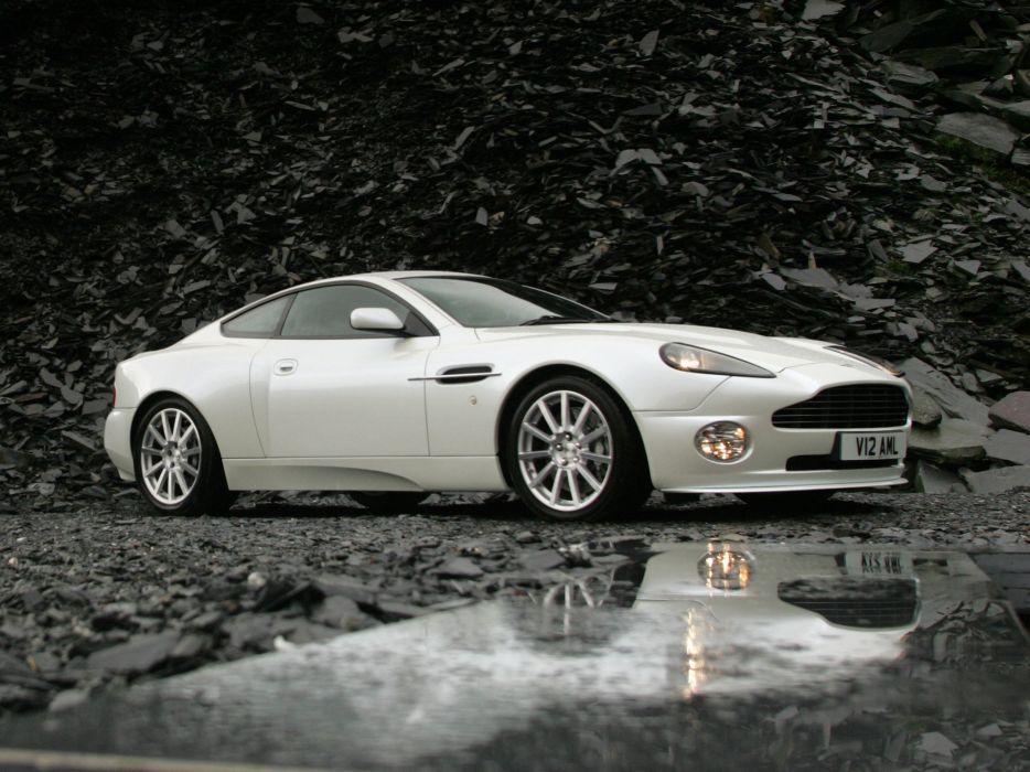 Aston Martin V12 Vanquish S 2004 wallpaper