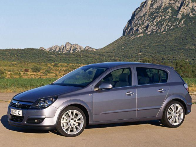 Opel Astra Hatchback 2004 wallpaper