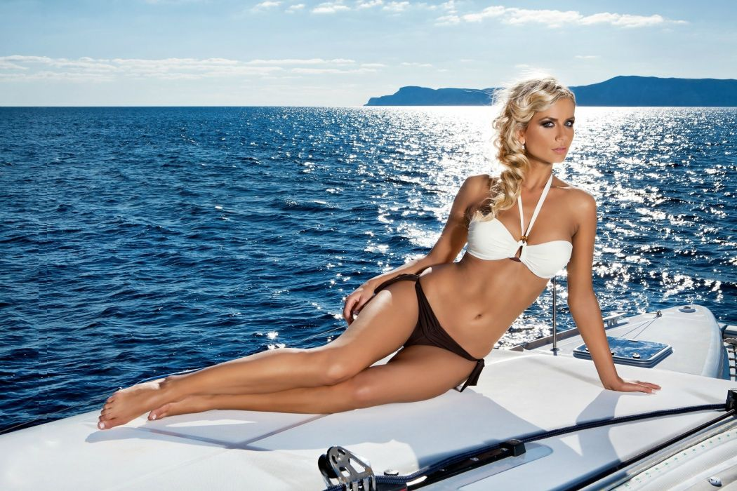 Bikini boat model
