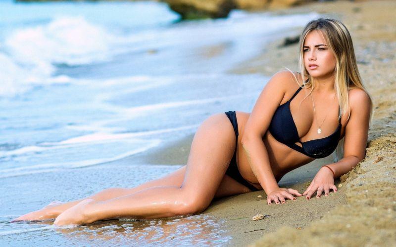 Bikini Model ~ Zrata Ray wallpaper
