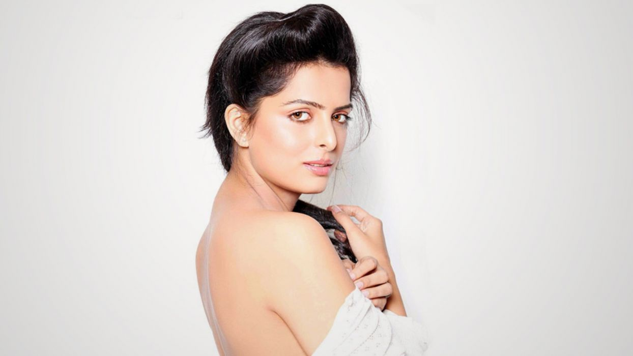 Ruhi Singh bollywood actress model girl beautiful brunette pretty cute beauty sexy hot pose face eyes hair lips smile figure indian  wallpaper