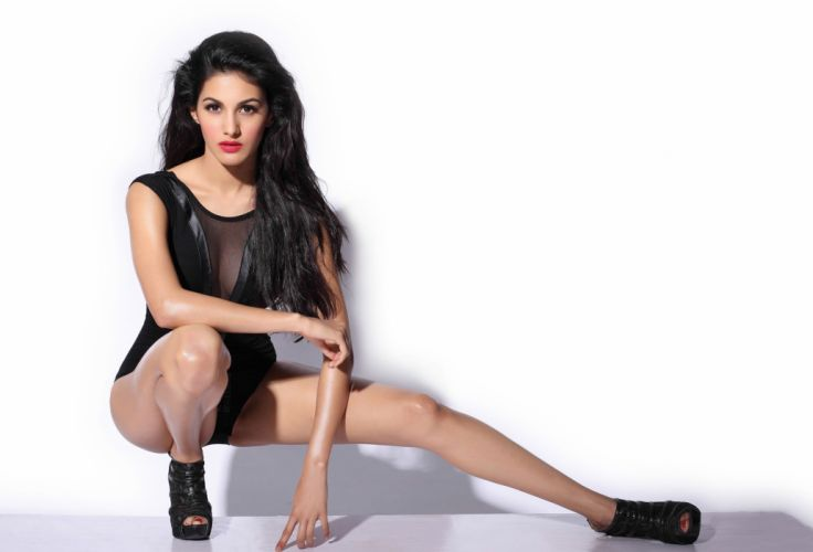 amyra-dastur-2634x1790-hot-sizzling-fhm-photoshoot-hd-1953 wallpaper