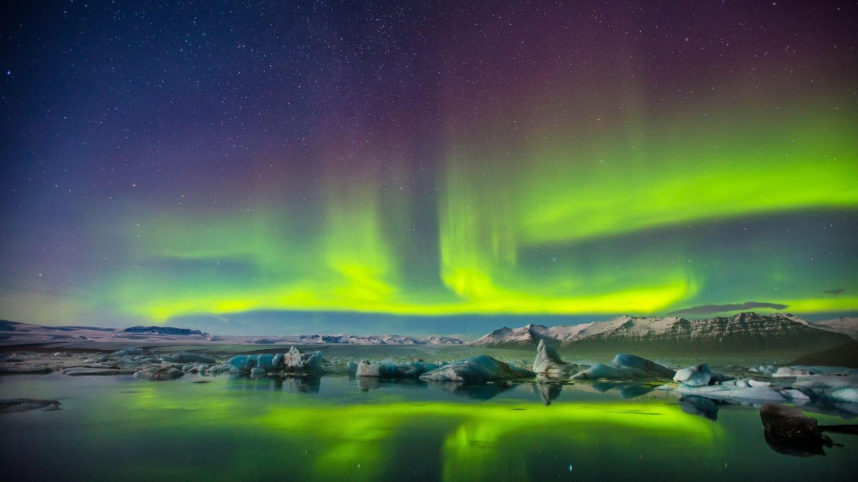 aurora boreal artico ciudad naturaleza wallpaper