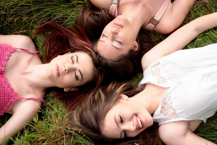 Girls Buddy Three Dresses Beauty Nature wallpaper