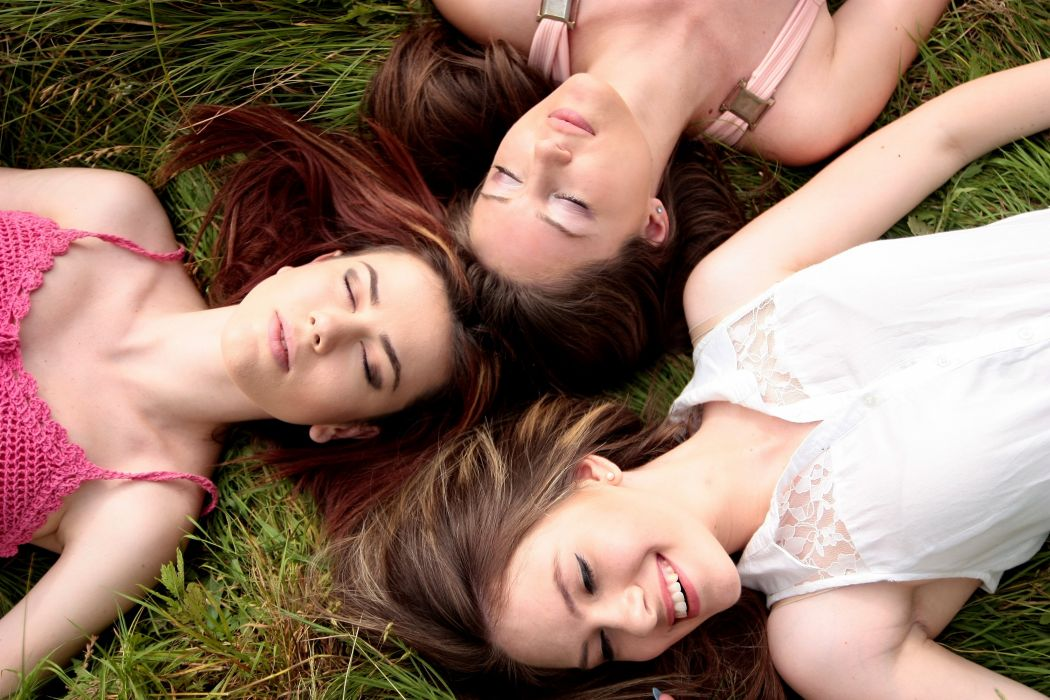 Girls Buddy Three Dresses Beauty Nature wallpaper