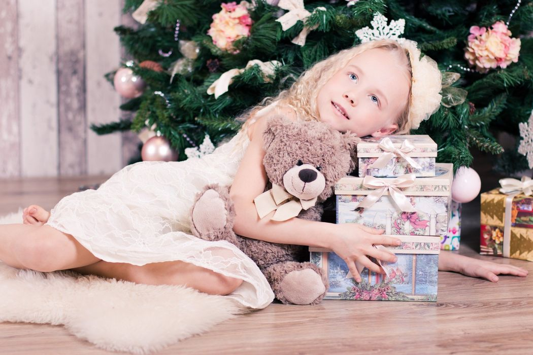 Girl Baby New Year's Eve Christmas Gift Holiday wallpaper