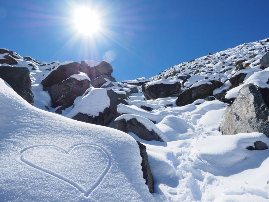 Sun Snow Heart Herzchen Stones Mountains Hiking mood winter wallpaper