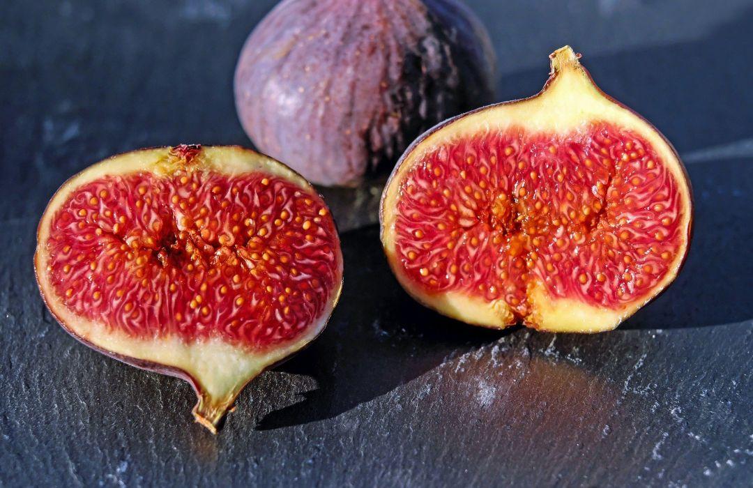 Sweet Fig Fruit red detail wallpaper