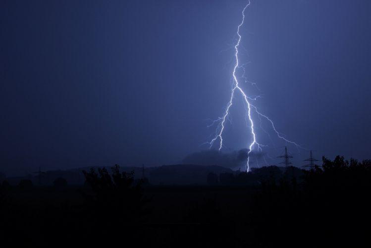 Thunderstorm Flash Of Lightning Black storm rain wallpaper